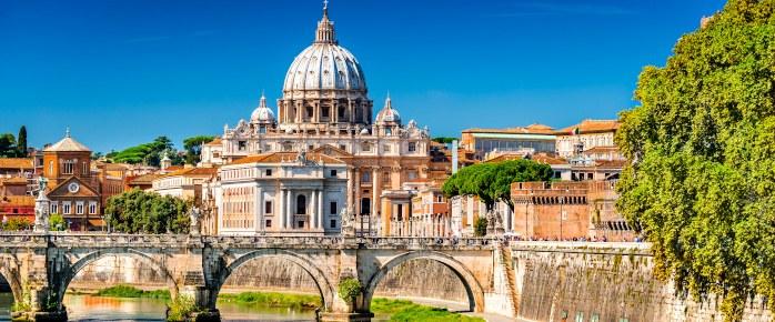 Photo du Vatican avec la cathédrale Saint Pierre à Rome, capitale de l'Italie